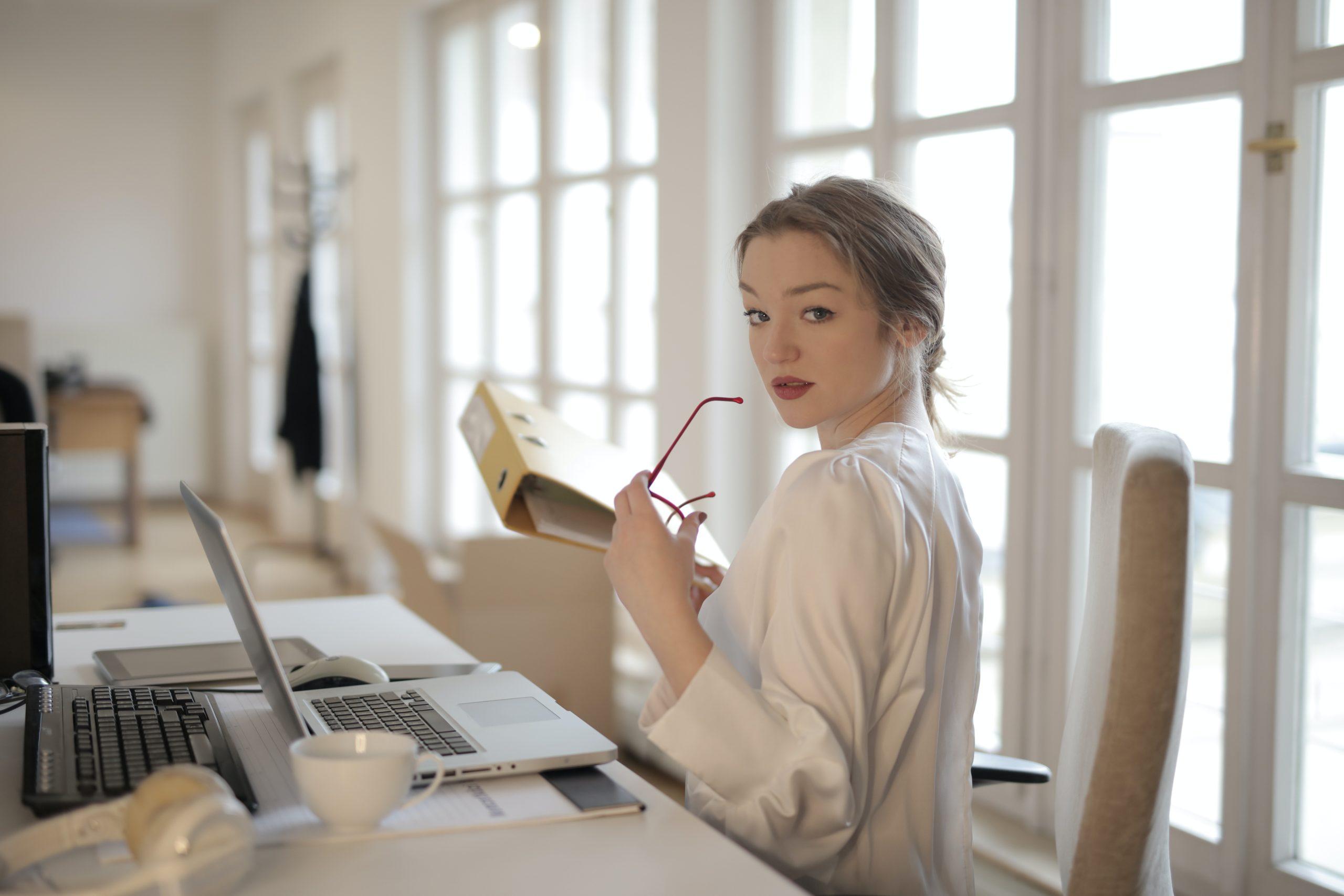 elegant-businesswoman-with-folder-in-office-3790833